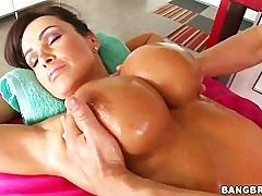 Lisa Ann is getting the super-hot and deep massage