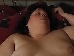 Plus-size Wifey masturbating with her toy.