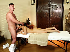Petite asian pussylicked by masseur